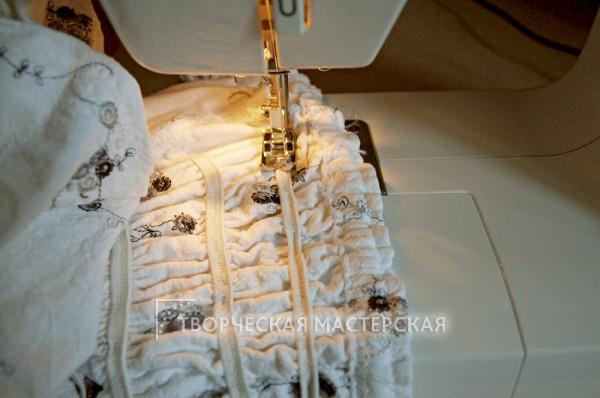 Сборка ткани с помощью резинки